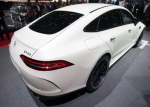 新型メルセデスベンツAMG・GT4ドアクーペリアデザイン