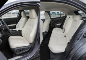 レクサス新型UX後部座席