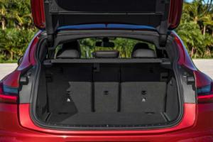 新型BMW・X4ラゲッジスペース