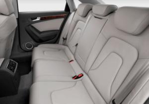 Audi A4・後部座席