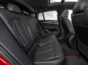 新型BMW・X4後部座席