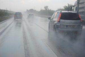 雨の日の運転曇る