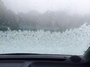 車の窓ガラス凍る