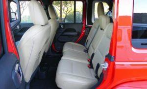 新型ラングラー(JL)・後部座席