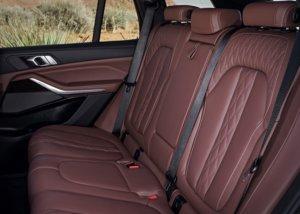 BMW・新型X5後部座席