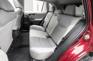 新型RAV4の後部座席