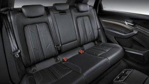 アウディ・e-tron(EV)の後部座席