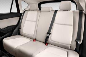 マツダ・新型CX-4の後部座席