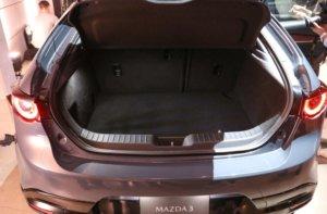 新型マツダ3(アクセラ)後部座席ラゲッジスペース