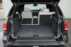 BMW・新型X5ラゲッジスペース