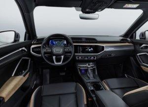 アウディ新型Q3運転席