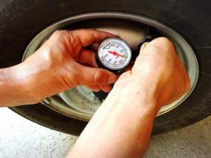 タイヤのエアチェック(空気圧点検)