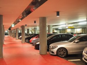 トナラ―駐車場