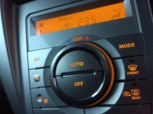 夏の車エアコンAUTOモード