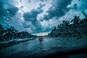 雨の日の運転方法