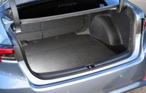 新型カローラセダン2019のラゲッジ(荷室&トランク)