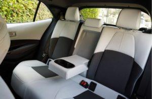 新型カローラセダン2019の後部座席は狭い?ラゲッジ(荷室&トランク)スペースの広さ