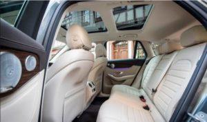 ベンツ新型GLC300d・後部座席